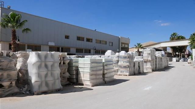מפעל חרסה, מבט מבחוץ (צילום: הרצל יוסף) (צילום: הרצל יוסף)