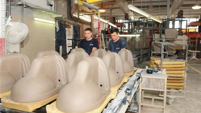 קווי הייצור במפעל (צילום: הרצל יוסף) (צילום: הרצל יוסף)