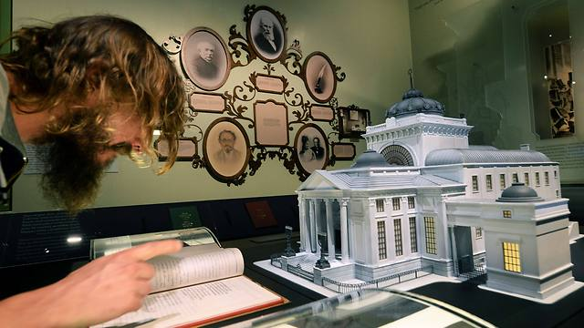 A model of the Warsaw Synagogue is displayed at the 'The Street' gallery as part of the core exhibition of the Museum of the History of Polish Jews (Photo: AFP)