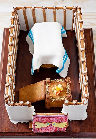 """""""עוגת הג'ינג'ר ברד האמריקאית, הפכה בספר ל'עוגת המשכן'. היה רצון לפזר את הקסם שמשרה העוגה הזו על ילדים אמריקאים, וזו אכן עוגה קסומה"""" (בועז לביא, """"פוקוס"""". מתוך הספר) (בועז לביא,"""