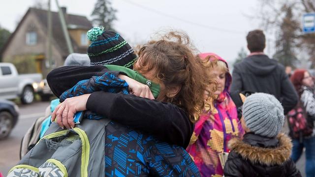 תלמידים בבית הספר אחרי הרצח (צילום: AFP) (צילום: AFP)