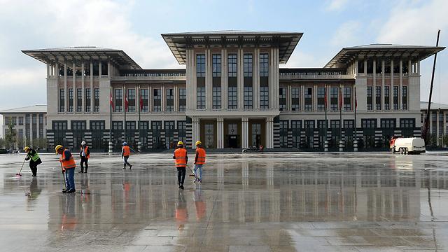 הארמון הלבן של ארדואן. נבנה בהון עתק (צילום: EPA)