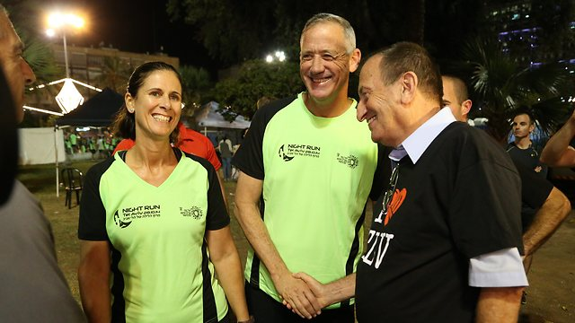 Benny and Revital Gantz with Tel Aviv Mayor Ron Huldai (Photo: Tzvika Tishler)