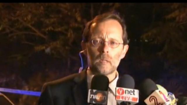 Moshe Feiglin speaking after Yehuda Glick was shot Wednesday night. (Photo: Eli Mandelbaum) (Photo: Eli Mandelbaum)