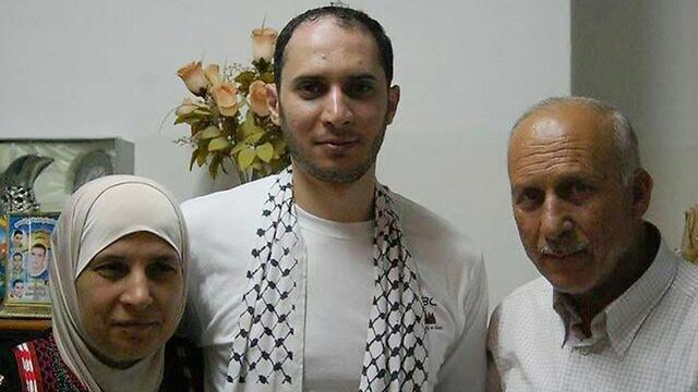 Muataz Hijazi (center)
