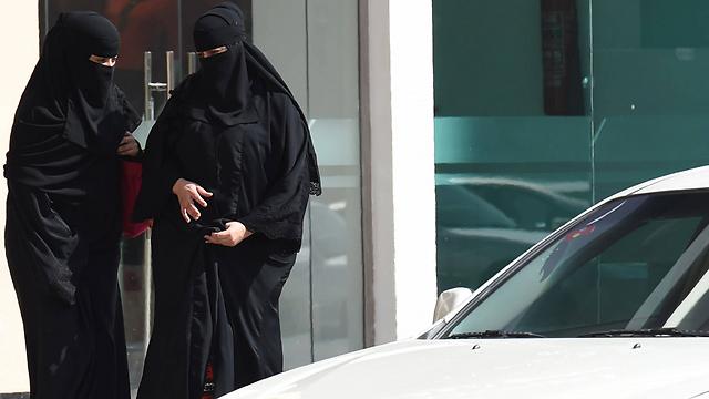 נשים ייאלצו לשוב ולהסתגר בבתיהן ולהתכסות מכף רגל ועד ראש? (צילום: AFP) (צילום: AFP)