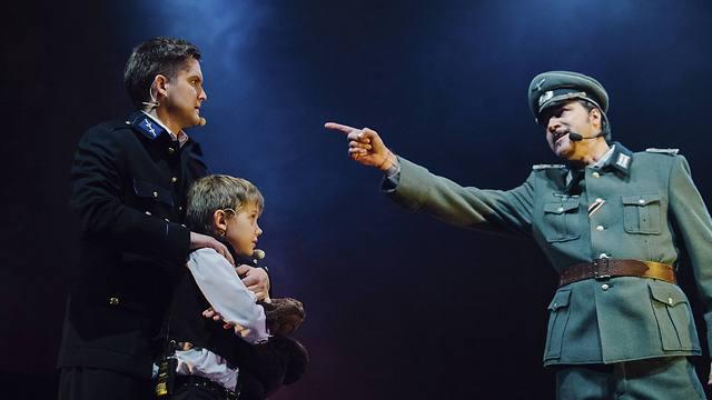 מתוך המחזמר על צוקורס שמוצג בלטביה (צילום: AP) (צילום: AP)