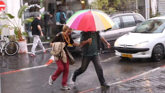 ואחר כך המטריות שוב נפתחו (צילום: מוטי קמחי)