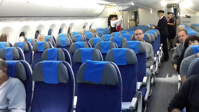 תמיד כדאי לאסוף את פרטי הנוסעים ושאר העדים שהיו בסביבתכם בזמן התאונה במטוס (צילום: רועי קייס) (צילום: רועי קייס)