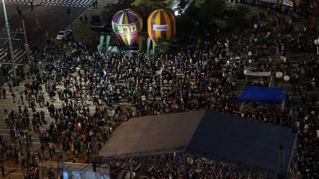 כיכר רבין, הערב (צילום: מוטי קמחי) (צילום: מוטי קמחי)