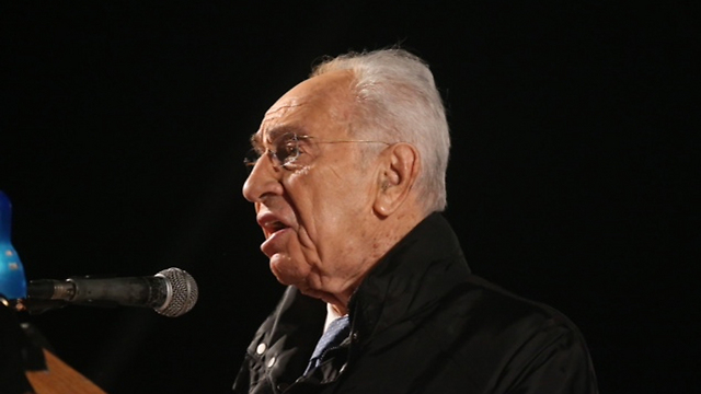 Peres at the rally (Photo: Motti Kimchi)