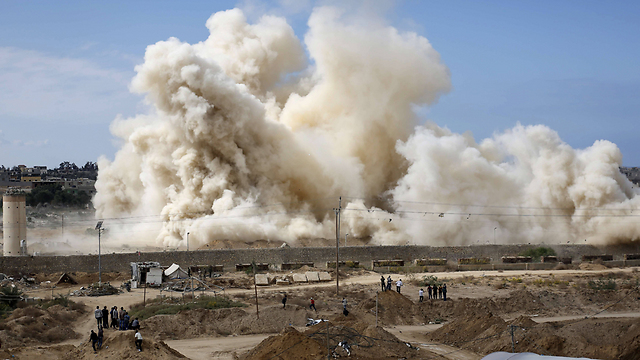 Egypt hits Gaza border to clear buffer zone (Photo: AFP) (Photo: AFP)