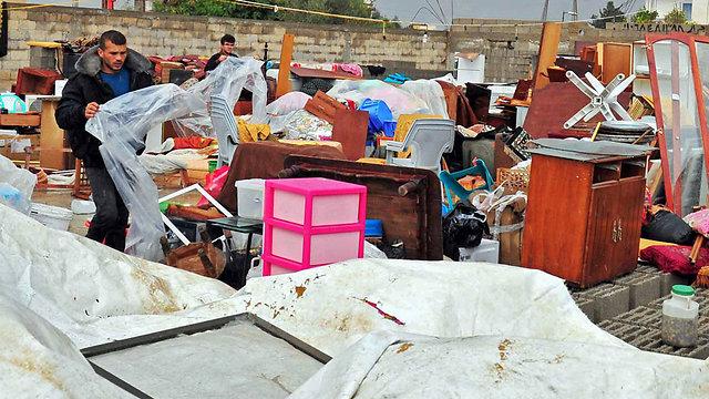 Egyptian residents evacuate Rafah (Photo: EPA)