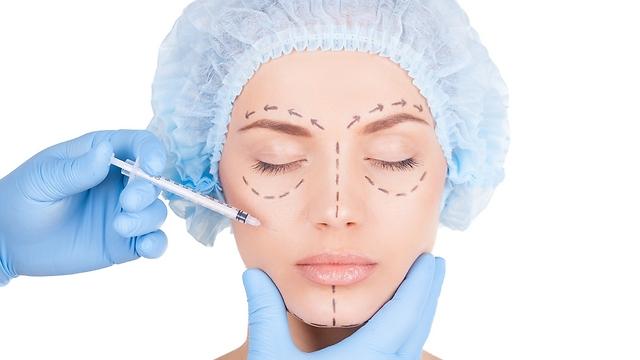 מחדירים חוטים לתוך העור שגורמים ליצירת קולגן (צילום: shutterstock) (צילום: shutterstock)