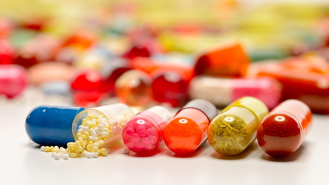 במחלה סופנית, אנשים מסכימים ליטול גם תרופה שלא נוסתה (צילום: shutterstock)
