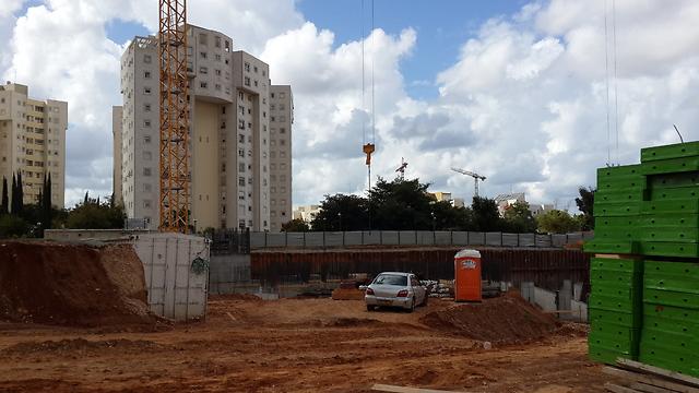 """אתר הבנייה של פרויקט """"אביב"""" ברמת השרון. דירות להשכרה ל-20 שנה (צילום: הילה ציאון) (צילום: הילה ציאון)"""
