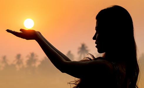 באיזה מזל היא מסמלת חיבור בין גוף ונפש? (צילום: shutterstock)