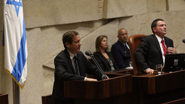 """יו""""ר האופוזיציה הרצוג בטקס לזכר רבין שנערך בכנסת (צילום: גיל יוחנן) (צילום: גיל יוחנן)"""