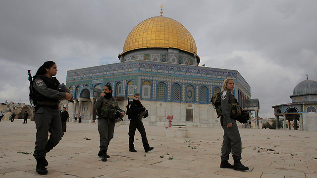 Israeli soldiers on the Temple Mount (Photo: Reuters)