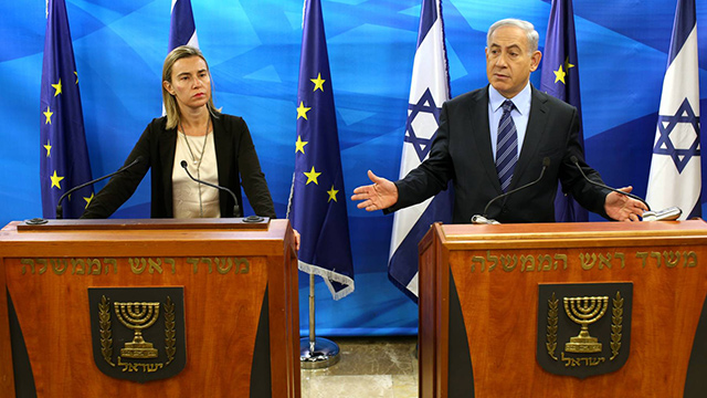 Prime Minister Netanyahu, right, warned EU foreign policy chief Mogherini, left, against such a move (Photo: Amit Shaabi) (Photo: Amit Shaabi)