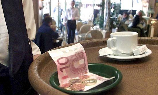 בצרפת הוא בונוס ולא משכורת. טיפ (צילום: איי פי)
