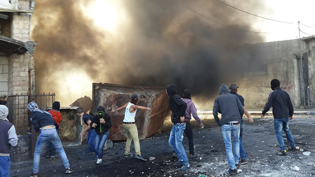 Riots in Shuafat refugee camp (Photo: Mohammed Shinawi)