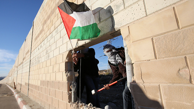 Palestinian activists blast open separation barrier near Jerusalem on anniversary of the fall of the Berlin Wall. (Photo: AFP) (Photo: AFP)