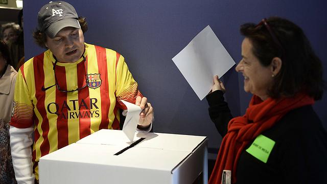 יותר משני מיליון קטלונים הגיעו להצביע (צילום: AFP) (צילום: AFP)