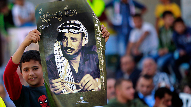 A poster marking 10 years since the death of former PLO leader Yasser Arafat (Photo: AP)