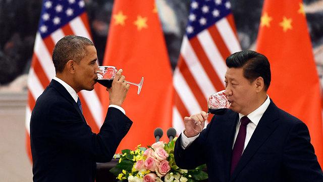 גם הנשיא הסיני יצא מחוזק מביקורו של עמיתו האמריקני במזרח. שי ג'ינפינג ואובמה (צילום: רויטרס) (צילום: רויטרס)
