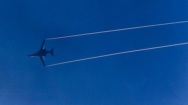 מפציץ B-1 אמריקני. שיגר טילי שיוט למטרות (צילום: רויטרס) (צילום: רויטרס)