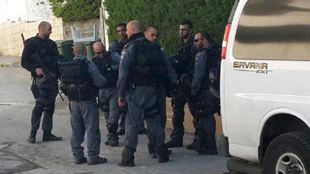 כוחות משטרה הובאו לכפר  (צילום: חסן שעלאן)