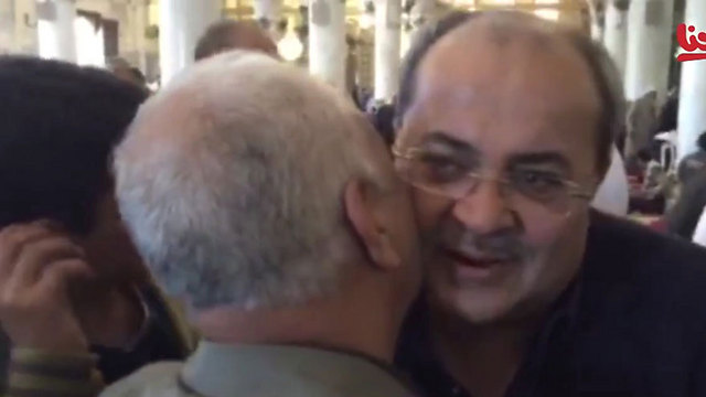 Ahmed Tibi viists al-Aqsa mosque despite calls to calm tension. (Photo: YouTube) (Photo: YouTube)