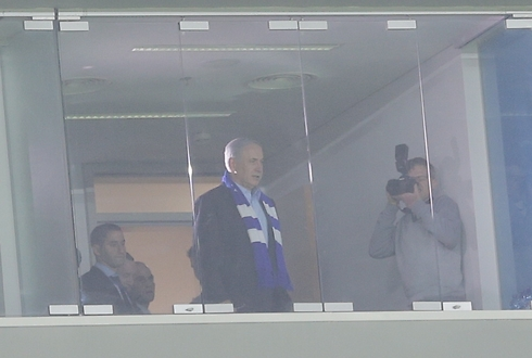 PM Netanyahu at game (Photo: Reuven Schwarz)