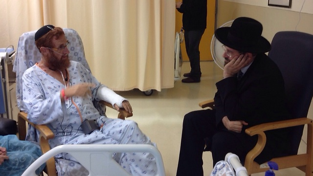 Glick in the hospital, visited by Chief Rabbi Lau