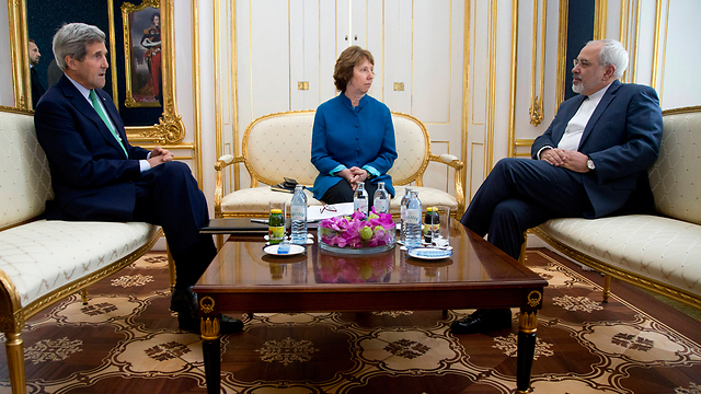 Kerry meeting with EU foreign policy chief Ashton and Iranian Foreign Minister Zarif (Photo: AP)