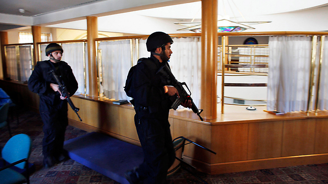 Security forces inside the synagogue (Photo: Reuters) (Photo: Reuters)