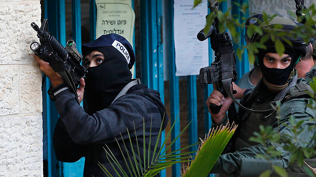 Police surround the synagogue during the attack (Photo: Reuters) (Photo: Reuters)