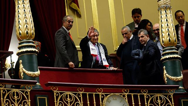 נציגים פלסטיניים מקבלים הכרה בפרלמנט בספרד. כדור שלג שהתחיל בשבדיה (צילום: רויטרס) (צילום: רויטרס)