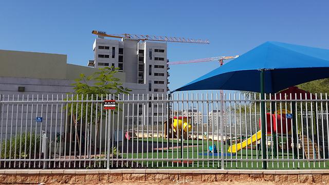 A construction site near  a playground in Ashkelon. (Photo: Roee Idan) (Photo: Roee Idan)