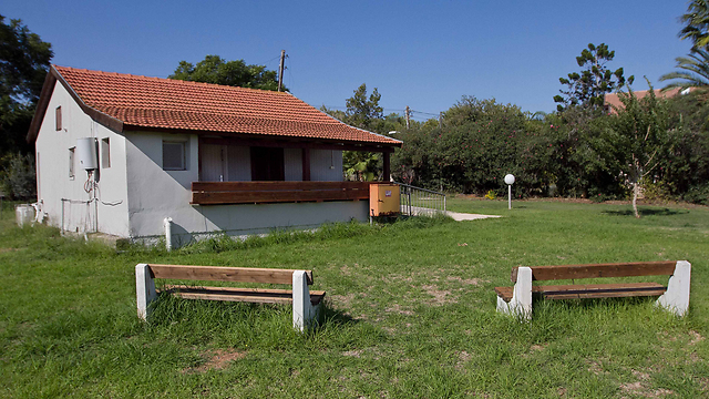 אחד הבתים שנתרמו הנורבגים בינוב (צילום: עידו ארז) (צילום: עידו ארז)