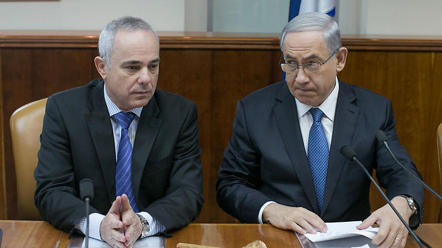 Netanyahu and Steinitz during Sunday's stormy meeting (Photo: Ohad Zwigenberg)  (Photo: Ohad Zwigenberg)