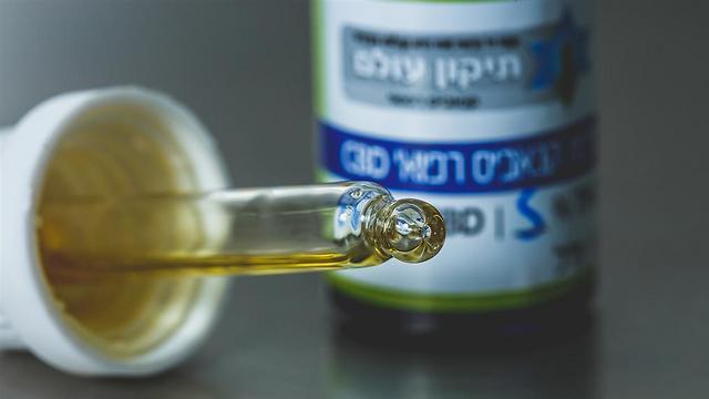 הרכב קבוע של חומרים פעילים - שמן הקנאביס (צילום: דימה חבר, תיקון עולם) (צילום: דימה חבר, תיקון עולם)