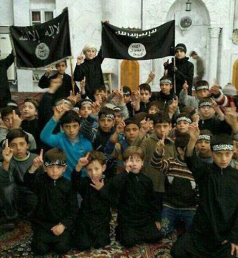 בתוכנית של ארגון הטרור - הכשרת ילדים להילחם (צילום: AP) (צילום: AP)