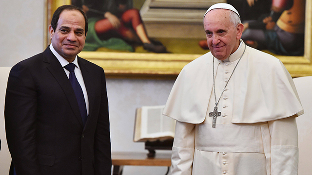 א-סיסי בפגישה עם האפיפיור בביקורו הראשון באירופה כנשיא מצרים (צילום: רויטרס) (צילום: רויטרס)
