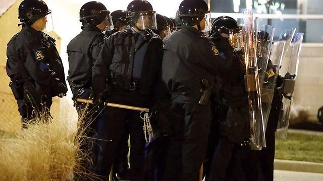 כוחות משטרה רבים ברחובות (צילום: EPA) (צילום: EPA)