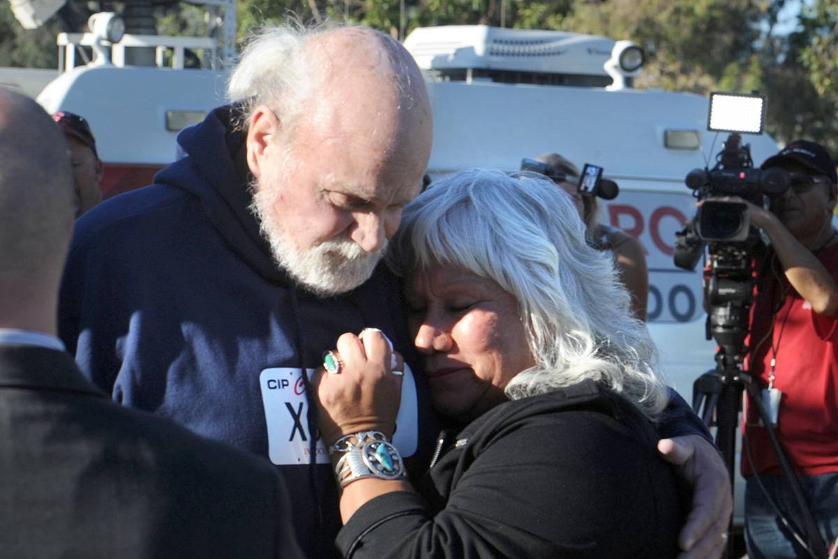 הנלין עם אשתו, לאחר השחרור (צילום: AP) (צילום: AP)