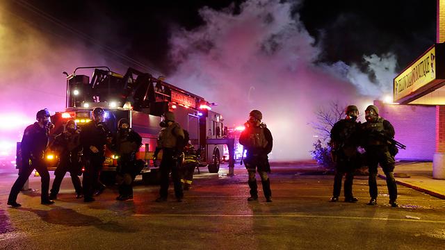 כוחות ההצלה נשלחו למוקדי המהומות  (צילום: AP) (צילום: AP)