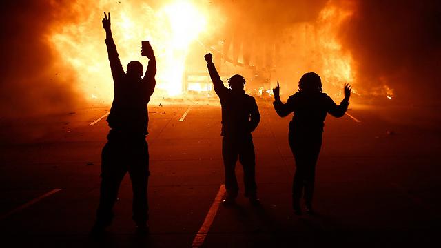 אש המחאה מתפשטת (צילום: EPA) (צילום: EPA)