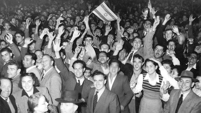 Celebrating UN vote on November 29, 1947. There are few success stories in history like the 70 years of the State of Israel (Photo: Hans Fine, courtesy of IDF Archive at the Defense Ministry)